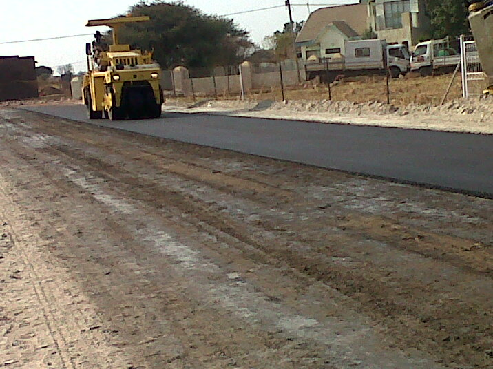 Compaction of asphalt surfacing